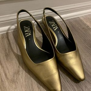Slingback leather heels in gold